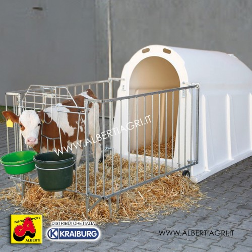 607 AKCALFHFSPE_a Capanna vitelli in plastica UV   con  recinto rinforzato